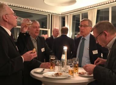 Rudolf Scharping und Wolfgang Clement im Gespräch